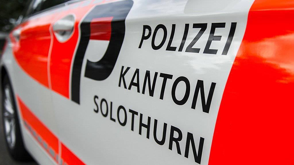 Bei einem Raubüberfall auf eine Bankfiliale in Deitingen SO erbeuteten zwei bewaffnete Männer mehrere Tausend Franken Bargeld. Die Solothurner Kantonspolizei fahndet nach den Tätern. (Symbolbild)