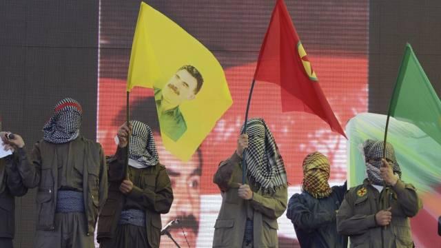 Anhänger von Öcalan demonstrieren für die verbotene PKK (Archiv)
