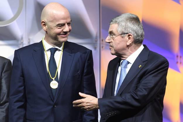 Die Fifa mit Präsident Gianni Infantino (l.) und das IOC mit Präsident Thomas Bach sind vom Rettungspaket des Bundesrats ausgeschlossen.