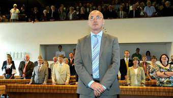 Ein sichtlich gerührter Isaac Reber bei seiner Vereidigung als Regierungsrat. Foto: Kenneth Nars