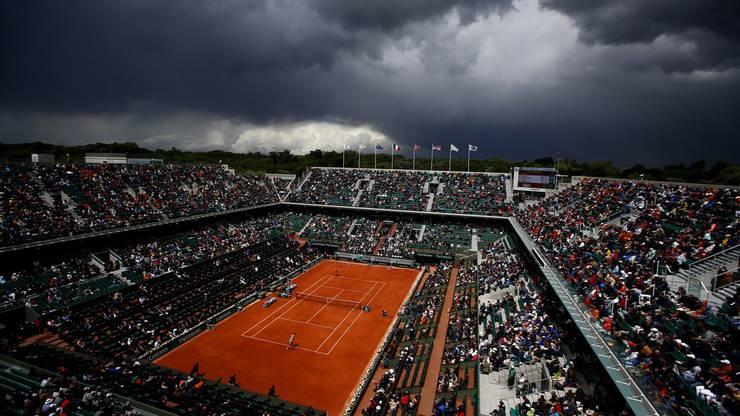 Das Wetter spielte nicht mit: Zweimal musste das Spiel wegen Regens unterbrochen werden.
