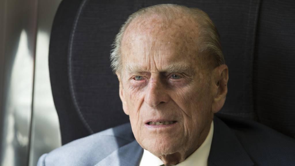 Prinz Philip bleibt im Krankenhaus – Sohn Charles besucht ihn