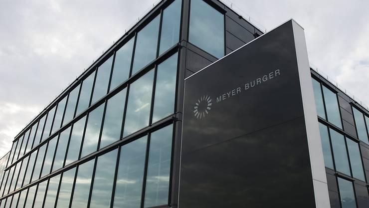 Strategie und Ausrichtung der als Zuliefererin der Solarindustrie tätigen Meyer Burger werden nun grundlegend übeprüft, nachdem das Unternehmen in der ersten Jahreshälfte 2019 erneut keinen Gewinn erzielt hatte. (Arhcivbild)