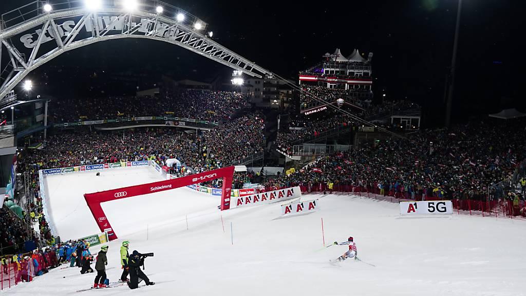 Der Nachtslalom in Schladming ist legendär.  Kommenden Winter könnten dort wegen der Coronavirus-Krise auch ein Slalom von einem anderen Veranstalter ausgetragen werden.