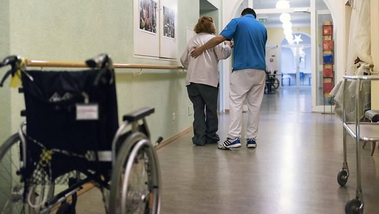 Ältere Menschen sehen sich auf Grund ihres Alters im Gesundheitswesen zuweilen ungerecht behandelt. Ein Freiburger Forscher will diesem Phänomen auf den Grund gehen. (Themenbild)