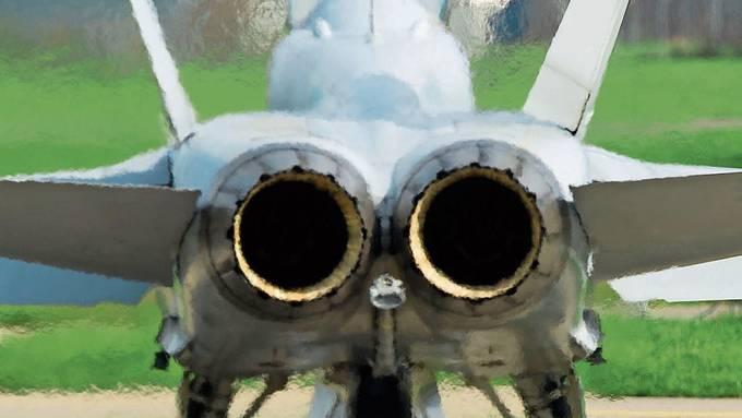 F/A-18 der Luftwaffe startet in Emmen zu einem Testflug.