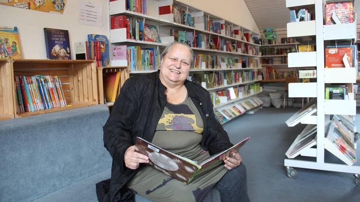 Annemarie Huber liebt Bücher – in 40 Jahren gab sie Generationen von Schülern diese Leidenschaft weiter.