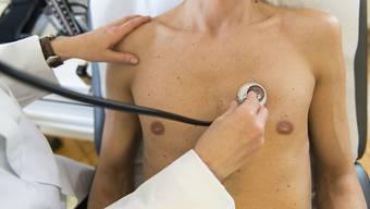 Der Aargauische Ärzteverband fordert: Der Bundesrat solle den Tarifeingriff zurücknehmen und stattdessen mit den Ärzten an einen Tisch sitzen.