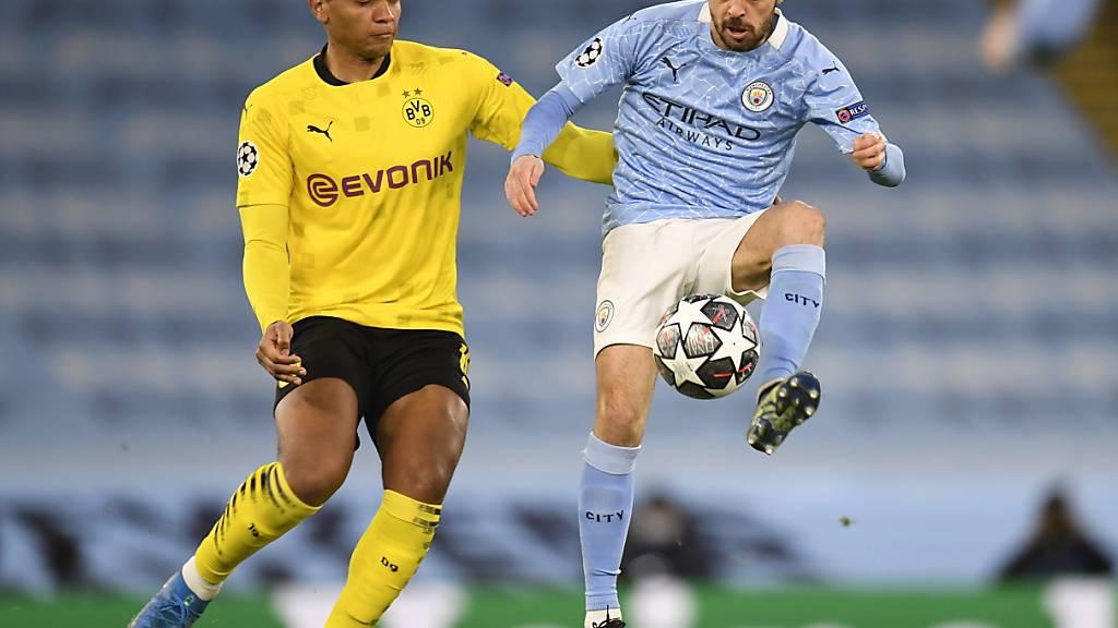 Manuel Akanji (links) wird am Mittwoch erneut gefordert sein gegen die Offensivstars von Manchester City um Bernardo Silva