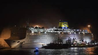 Auf einer Fähre in Griechenland ist in der Nacht auf Mittwoch Feuer ausgebrochen. Hunderte Menschen konnten gerettet werden. Verletzt wurde offenbar niemand.