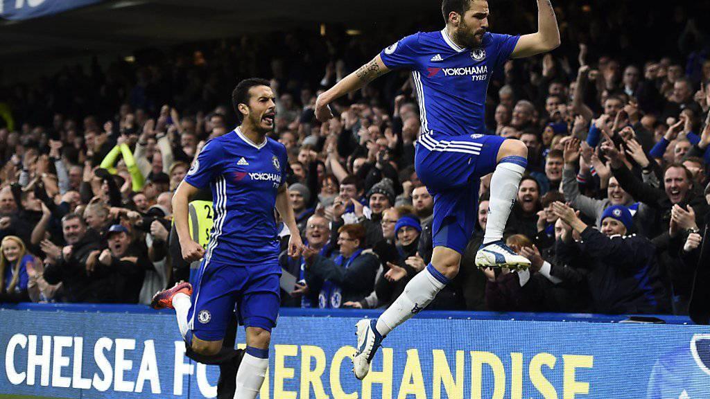 Spanischer Jubel in Chelsea-Blau: Fabregas (rechts) und Pedro beim Sieg gegen Swansea City