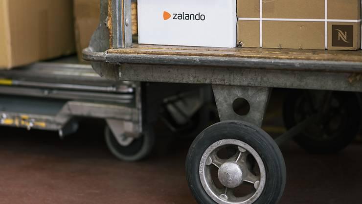 Zalando hat seinen Umsatz im letzten Jahr laut vorläufigen Zahlen um über einen Fünftel gesteigert.