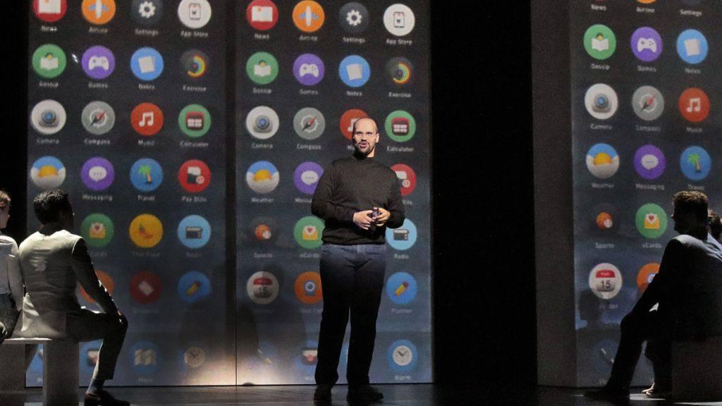 """Dieses von der Oper in Santa Fe veröffentlichte Foto zeigt Edward Parks am 19.07.2017 in Santa Fe, New Mexiko (USA) bei der Weltpremiere der Oper """"The (R)evolution of Steve Jobs""""."""