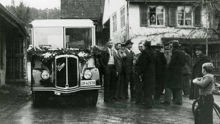 1948 erhielten Geroldswil und Oetwil eine Busverbindung nach Dietikon. Das musste gefeiert werden.