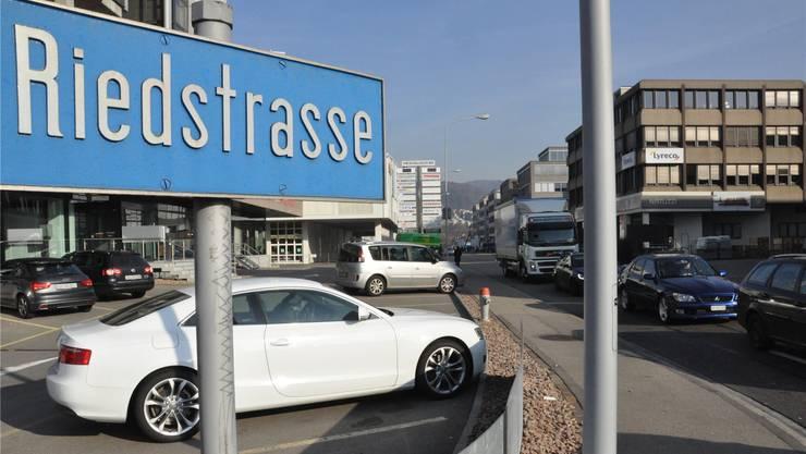 Nur im Gebiet um die Riedstrasse soll im Dietiker Industriegebiet Silbern-Lerzen-Stierenmatt (SLS) Sexgewerbe zugelassen sein. BHI
