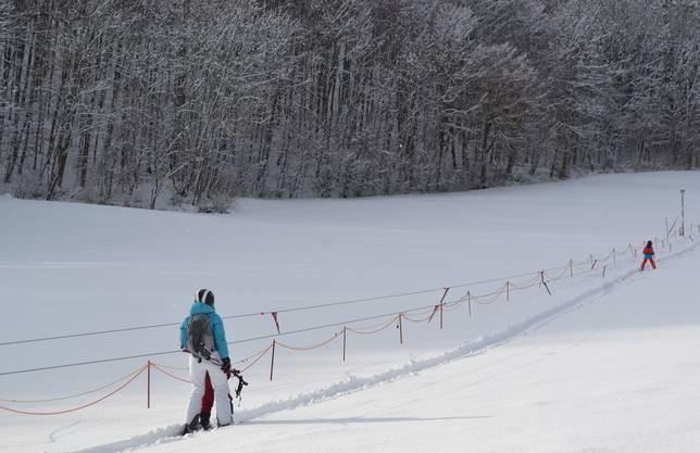 Streckenlänge: 285m, ca. 600 M. ü. M., Infos unter der Telefonnummer 079 640 23 65 oder auf www.skilift-asp.ch.