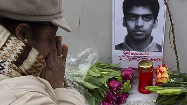 Tamilen gedenken in Genf der Selbstverbrennungen