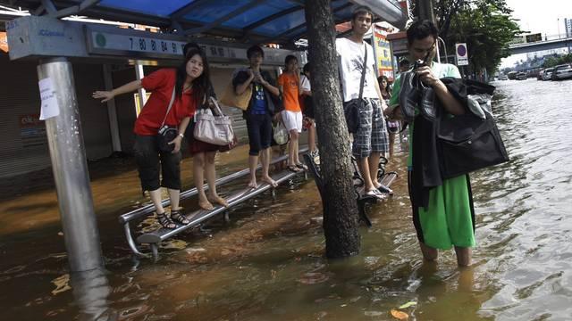 Kaum ein trockener Fuss zurzeit in Thailands Hauptstadt