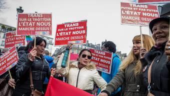 Prostituierte protestieren in Paris gegen das neue Gesetz, mit dem Freier bestraft werden sollen.
