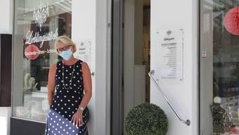 Malaika Weber, Inhaberin des Schmuckladens Lieblingsstück, sieht in der neuen Maskenpflicht eine Herausforderung.