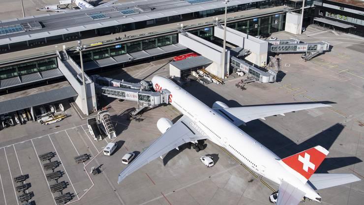 Der Flughafen Zürich hofft, die Krise ohne Staatshilfe zu überstehen. Auf Dividenden wird verzichtet.