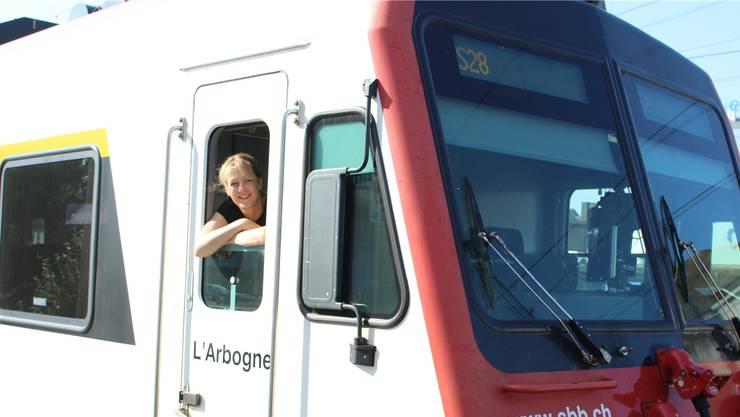 Andrea Muntwiler schaut aus dem Führerstand einer S28, die zwischen Lenzburg und Zofingen verkehrt. Das Bild ist im vergangenen Sommer in Zofingen aufgenommen worden. Bild: Philipp Muntwiler
