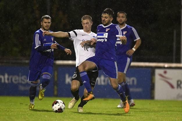 Im Wallis wurde der Amateurfussball bereits unterbrochen, im Aargau darf (noch) gekickt werden.