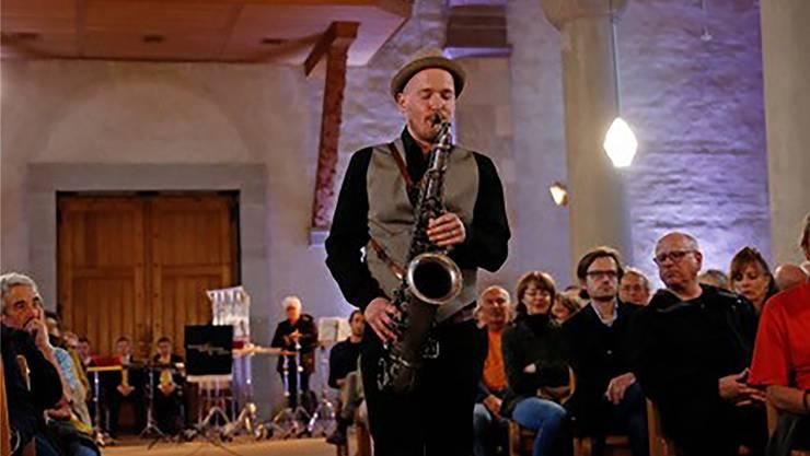 Saxofonist Marc Stucki bläst im Münster zum sakralen Aufruhr. Francesca Pfeffer