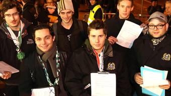 Beim Start zur Unterschriftensammlung vor dem Stadion Kleinholz. (Archiv)