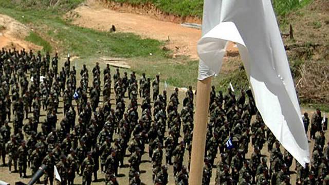 Paramilitär stellt sich auf in Kolumbien (Archiv)