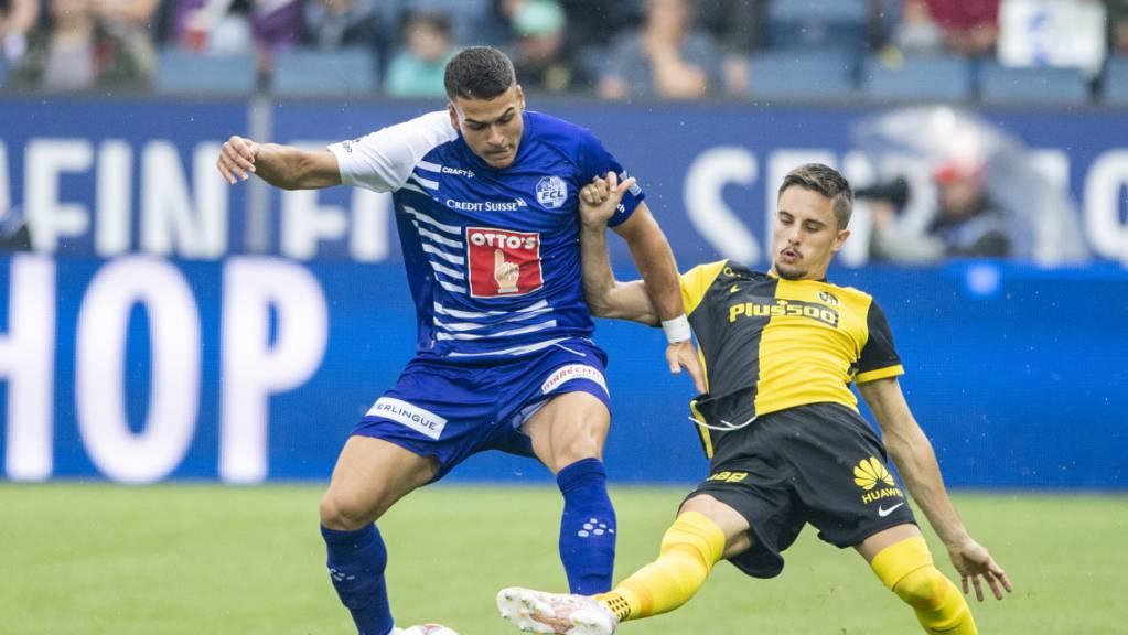 Die ersten Zweikämpfe der neuen Saison: Der Luzerner Filip Ugrinic (links) gegen YB-Verteidiger Quentin Maceiras.