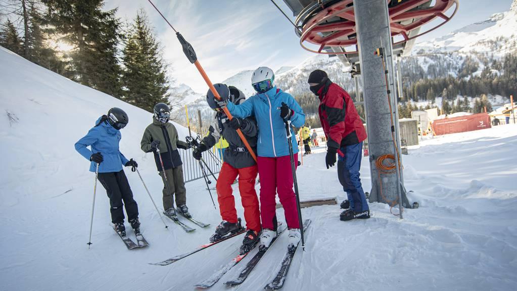 Graubünden ist einer der wenigen Kantone, in dem die Skilifte über die Feiertage laufen dürfen, wie hier im Misox.