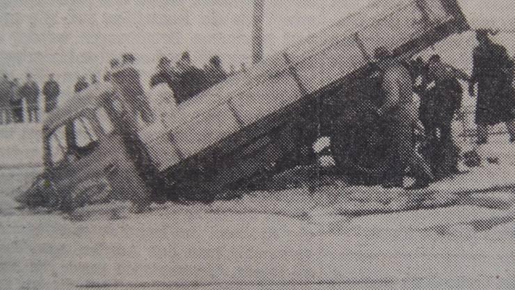 Das Drahtseil riss beim Versuch, den tonnenschweren Lastwagen zu heben.