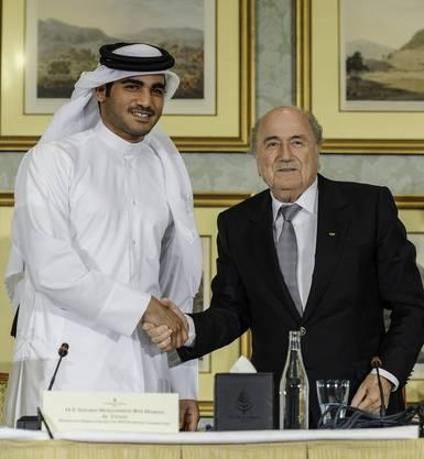 Fifa-Präsident Sepp Blatter mit Katars Scheich Mohammed bin Hamad al-Thani