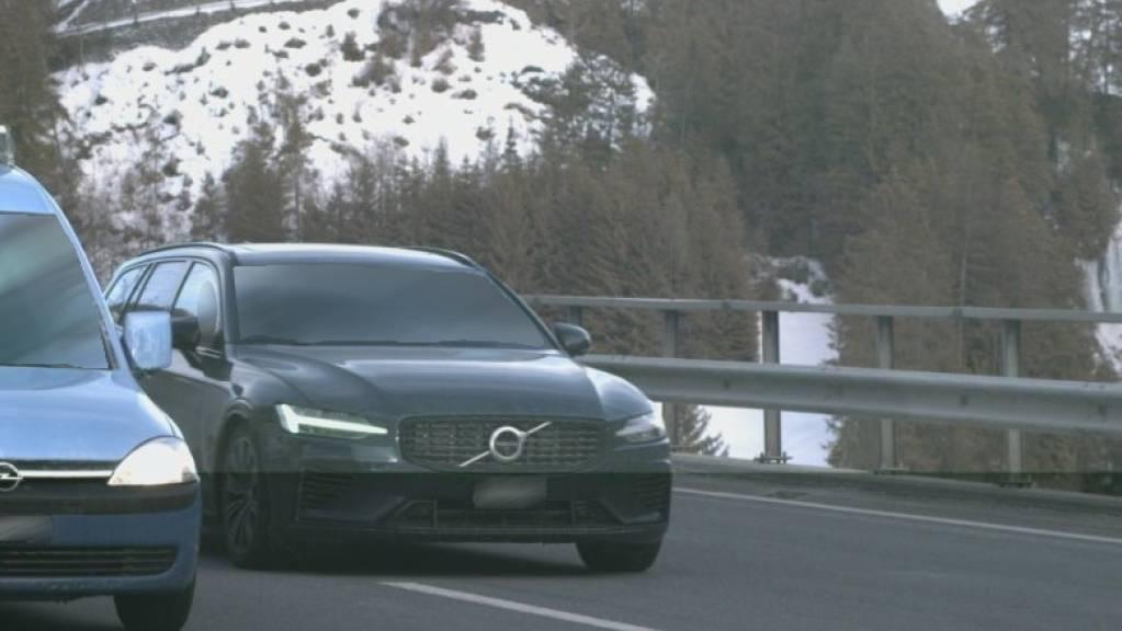 Bei der Geschwindigkeitskontrolle am Sonntag in Alvaschein stellte die Polizei diverse Übertretungen fest.