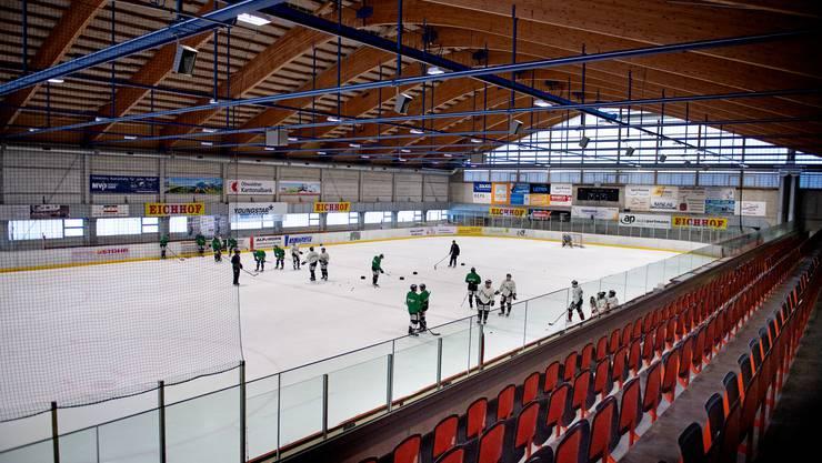 Weit weg von der Heimstätte: Der EHC Olten im Trainingslager in der Eishalle von Engelberg