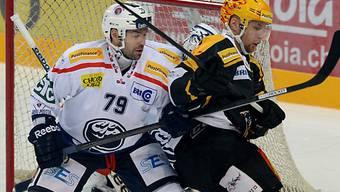 Luganos Fredrik Pettersson (rechts) im Duell mit Alain Birbaum