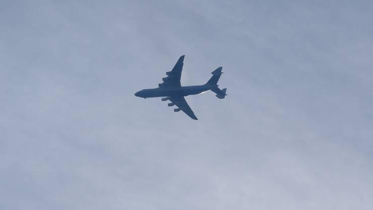 Die Antonov im Anflug auf Basel am 28. Juni.