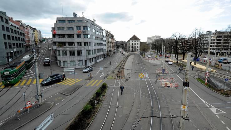 Die Innere Margarethenstrasse (links) soll für Velos sicherer werden.