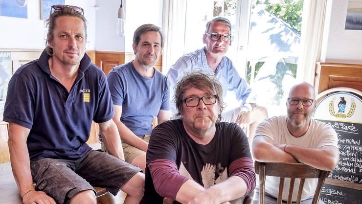 Im Ochsen vereint (von links): Tobias Martin, Dominik Mangold, Fidelio Lippuner, Markus Stocker und Dieter Weisskopf. Der Eindruck täuscht: Der Verein Ochsen ist kein reiner Männerklub. Es gibt auch viele Frauen, die sehr aktiv sind.