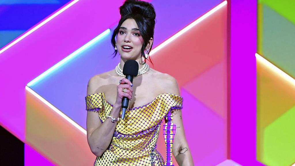Popstar Dua Lipa ist bei den Brit Awards zum zweiten Mal als beste britische Künstlerin ausgezeichnet worden.