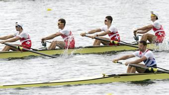 Drei Jahre nach seiner Olympia-Teilnahme (im Bild hinten) ist der Schweizer Leichtgewichts-Vierer zurück an der Weltspitze. Simon Schürch, Lucas Tramèr, Simon Niepmann und Marcio Gyr (von links nach rechts) gewinnen an der EM in Polen die Goldmedaille