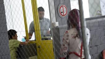 Das provisorische Bundesasylzentrum Feldreben schliesst nicht 2018, sondern soll bleiben, bis in Baselland ein definitives Asylzentrum gebaut ist.