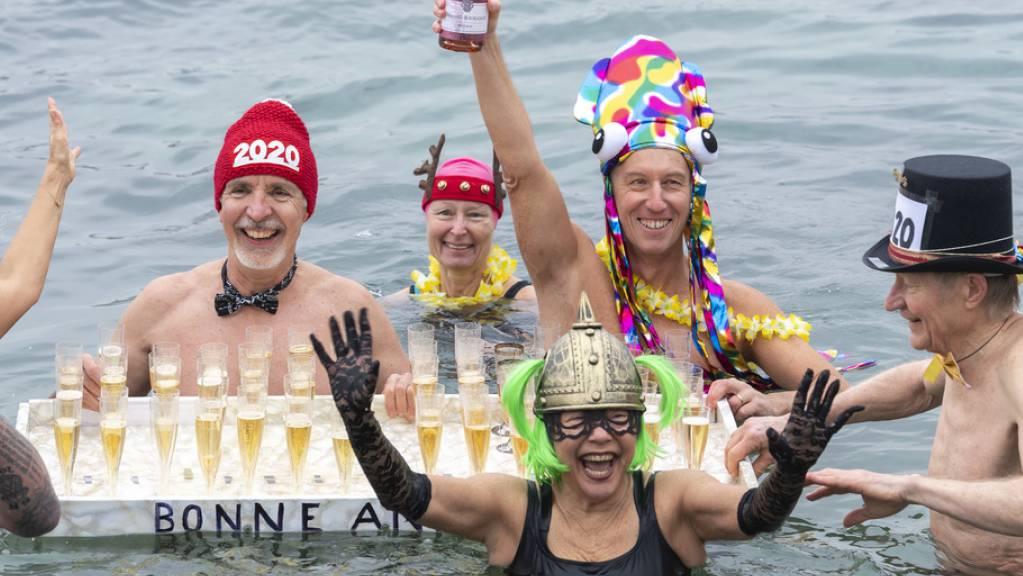 Neujahrsvorsätze sind erfolgreicher, wenn sie positiv formuliert werden. Also besser «ich geh mehr schwimmen» als «ich trinke keinen Alkohol mehr». (Symbolbild)