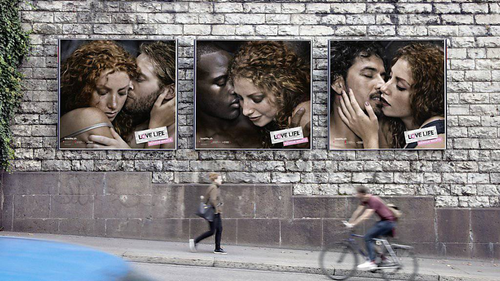 Mit solchen Plakaten will das Bundesamt für Gesundheit auf das Problem von Geschlechtskrankheiten aufmerksam machen und an die Safer-Sex-Regeln erinnern.