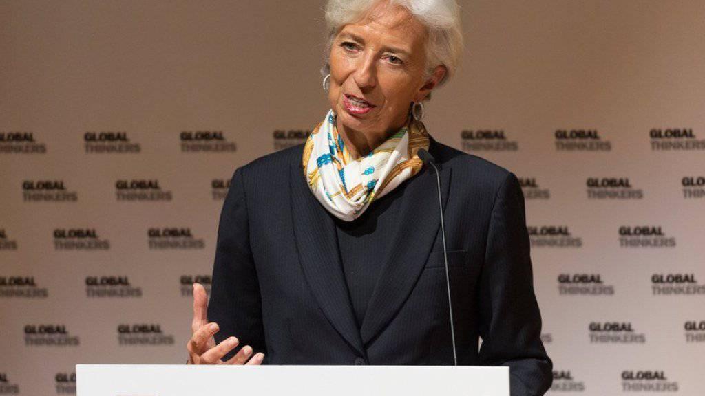 """IWF-Chefin Christine Lagarde sieht """"dunkle Wolken"""" über der Weltwirtschaft, etwa durch den von US-Präsident Donald Trump befeuerten Handelsstreit."""