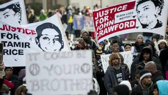 Zehntausende protestieren in USA gegen Polizeigewalt