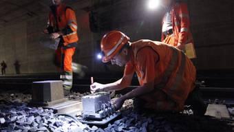 Auf der Neubaustrecke wird nachst gerabeitet. Deshalb fahren in der Nacht auf Montag keine Züge. (Symbolbild)