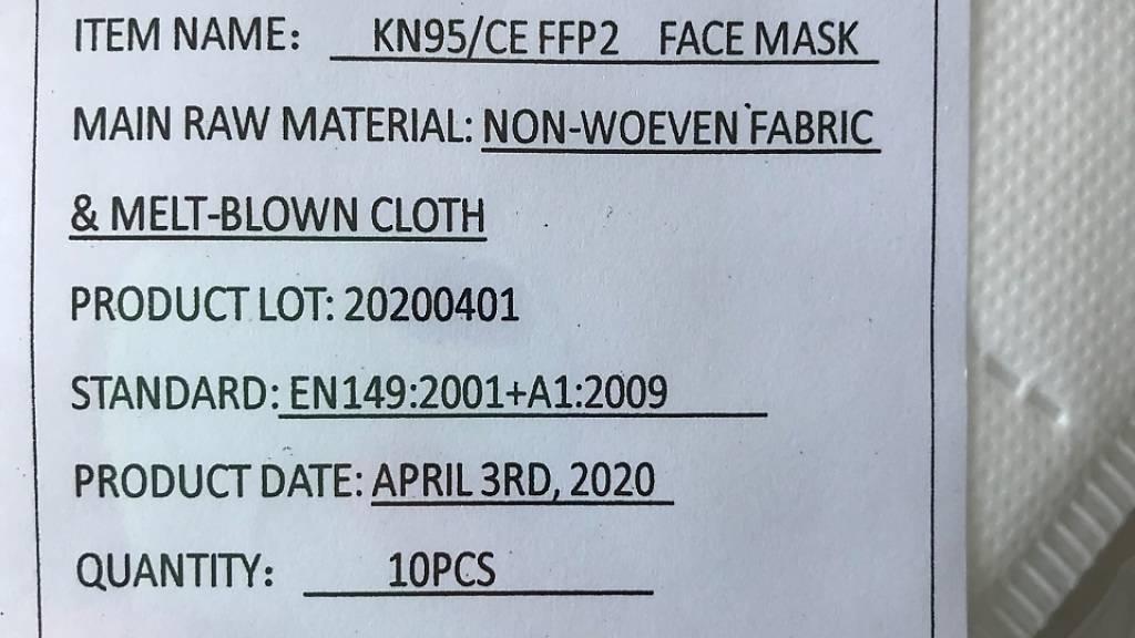 Wegen ungenügender Schutzwirkung zurückgerufen: Die betroffenen Masken könnten anhand der Etikette auf der Verpackung identifiziert werden.