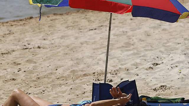 Ein Sonnenschirm kann nicht vollständig schützen